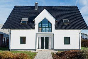 Sezonowy audyt energetyczny - okna do domu a szczelność przegród