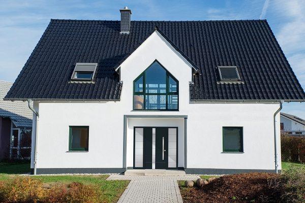Sezonowy audyt energetyczny – okna do domu a szczelność przegród